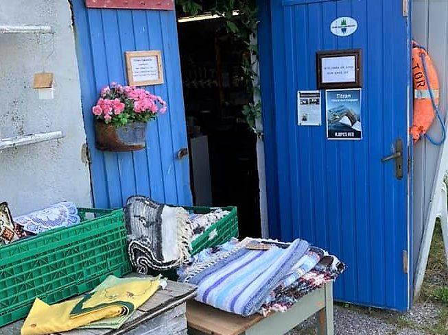 Loppemarkedet på Fiskarheimen på Titran. Åpent om sommeren.