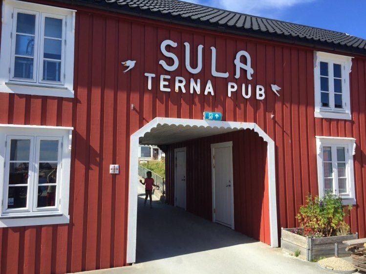 Terna brygge, pub og restaurant på Sula i Frøyas skjærgård.