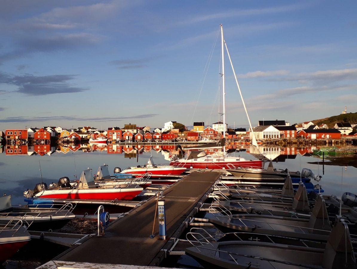 Utsikten fra Sula Rorbuer og Havhotell. Frøyas skjærgård, Øyrekka på Trøndelagskysten