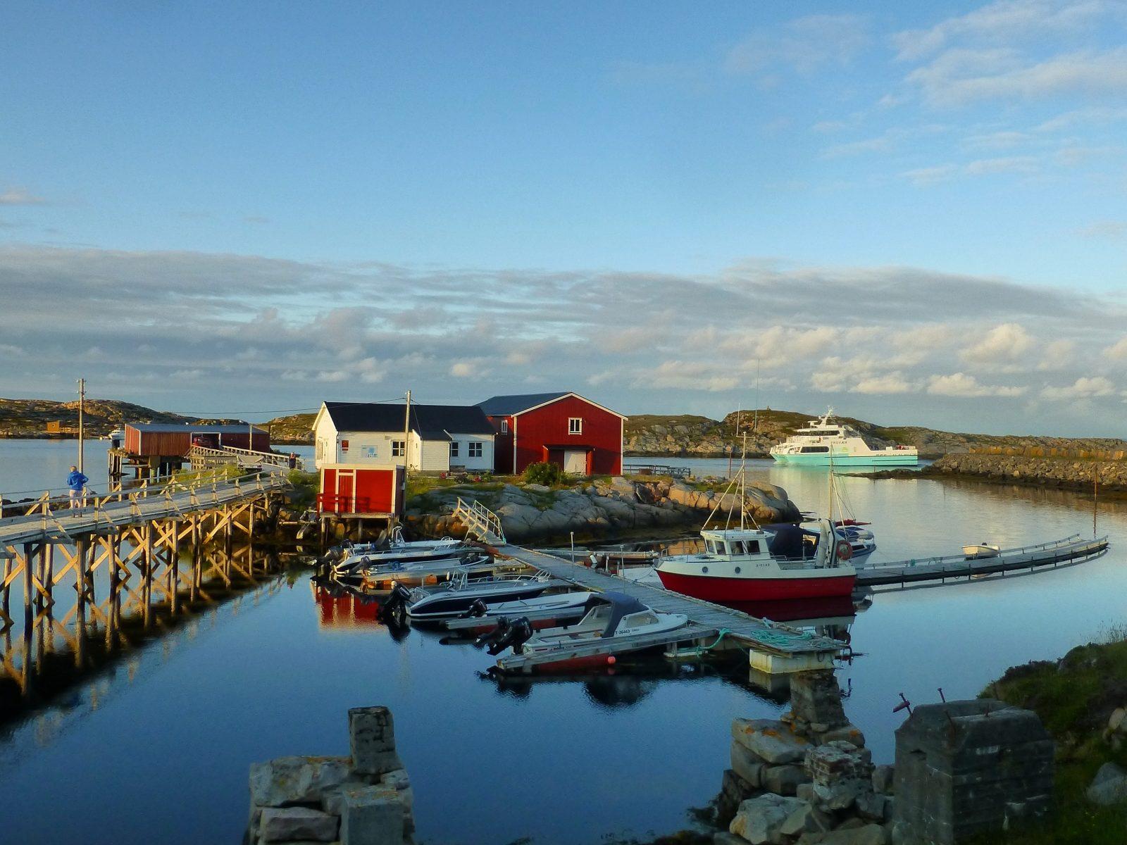 Sauøya i Føyas skjærgård, Trøndelagskysten.