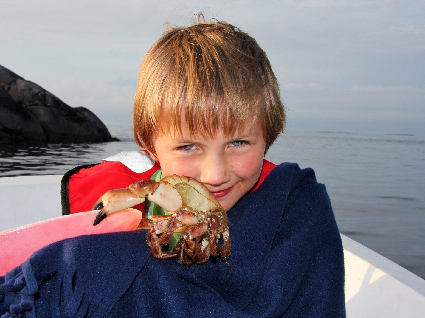 Barn og krabbefiske. Sommerferie i Øyrekka, Frøyas skjærgård