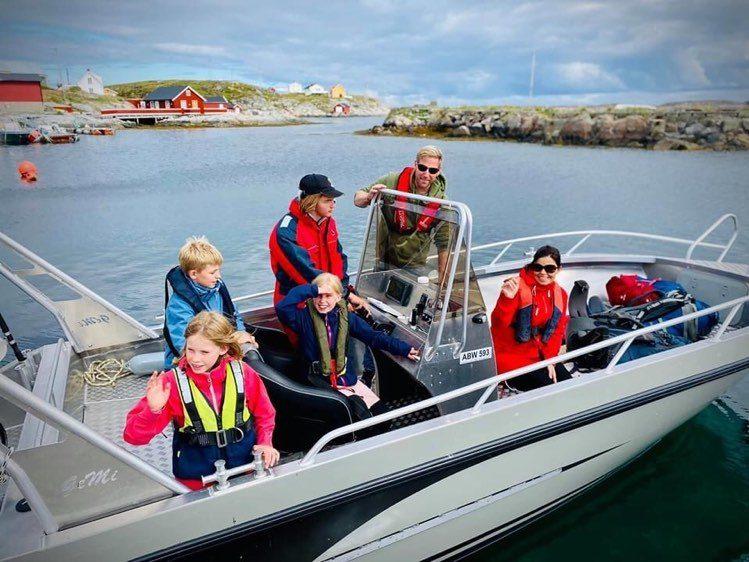 Familieferie og skjærgårdsjeep i Frøyas skjærgård, Bogøya i Øyrekka på Trøndelagskysten