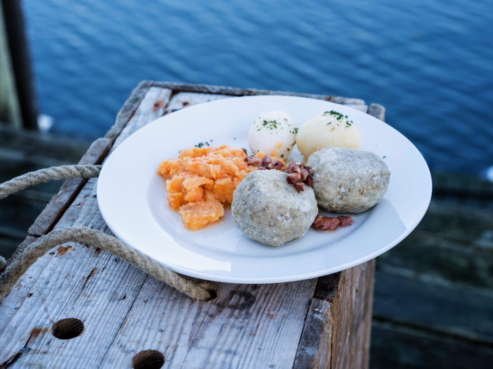 Havna Kafé på øya Mausund i Frøyas skjærgård, Øyrekka på Trøndelagskysten