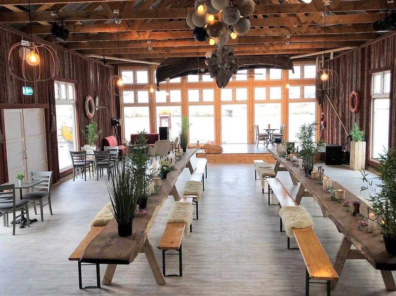 Kvitbrygga på Terna Brygge på Sula. Sjarmerende lokaler for firmasamlinger, festdager og andre arrangementer.