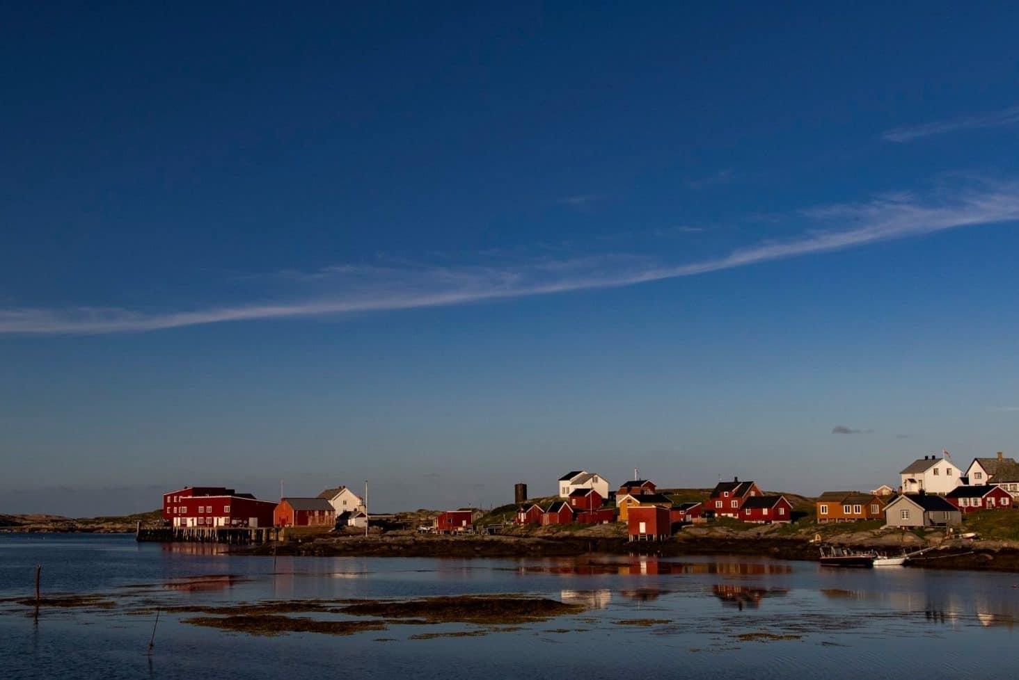 Øyrekka har alt en fotograf kan drømme om! Pittoreske fiskevær, heftig natur og et spennende dyreliv. Se bilder fototurer i Trøndelag her!